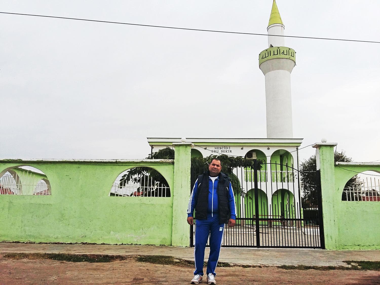 Raiko Jivkov in front of the Ebu Bekir mosque.