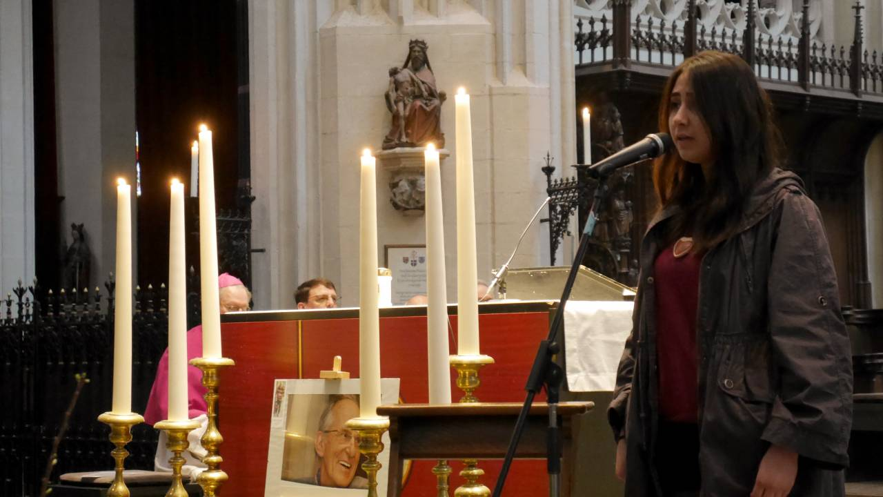 Die Reise startet mit einem Gedenkgottesdienst für den in Homs ermordeten niederländischen Jesuiten Frans van der Lugt in der katholischen St.-Johannes-Kathedrale in Den Bosch.