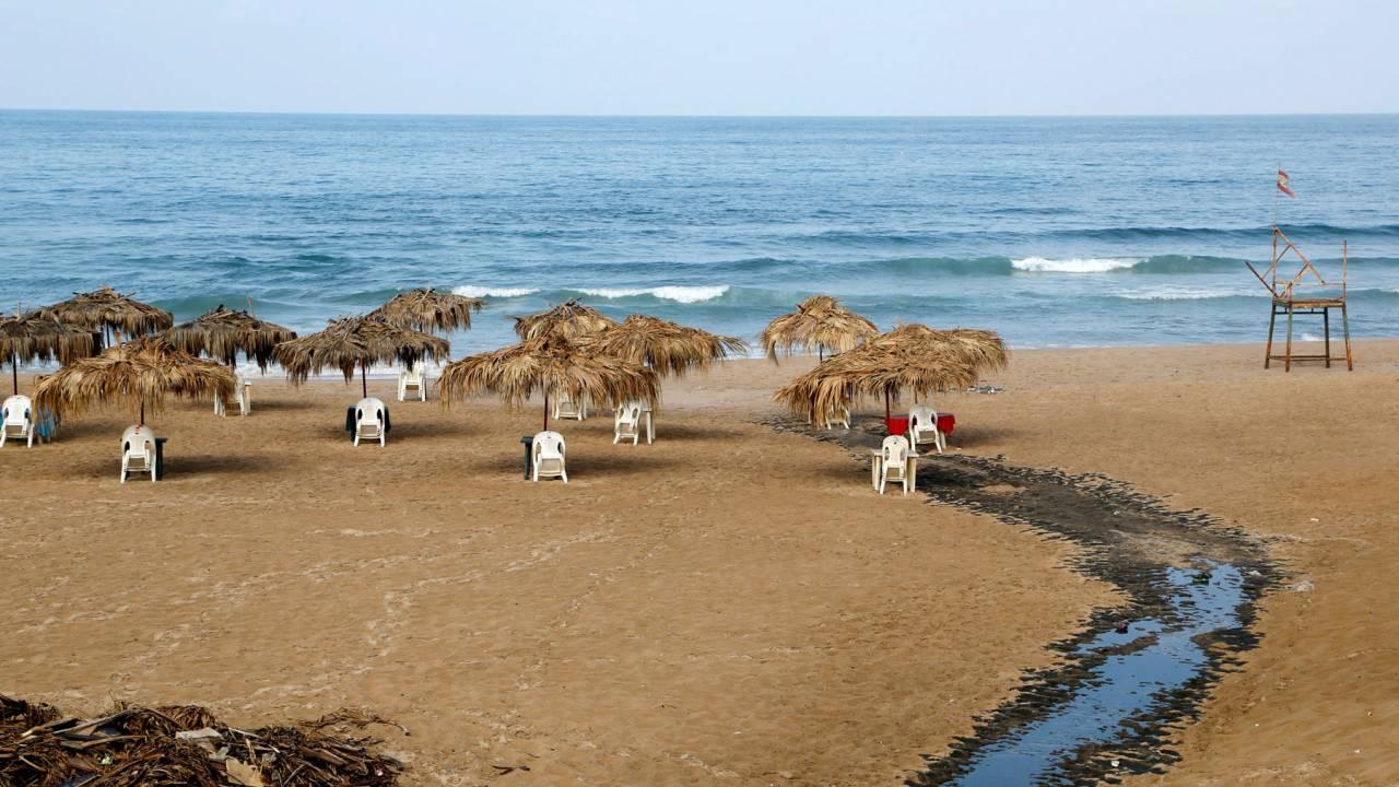 Sewage at Ramlet el Baida beach