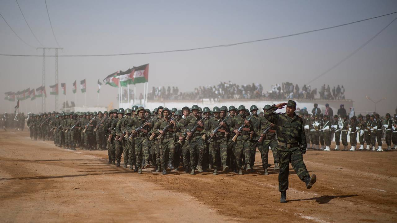 Eine Parade zu den Feierlichkeiten im Rahmen der 40-jährigen Ausrufung der Unabhängigkeit am 23. Februar 2016 im Flüchtlingslager Dakhla bei Tindouf.