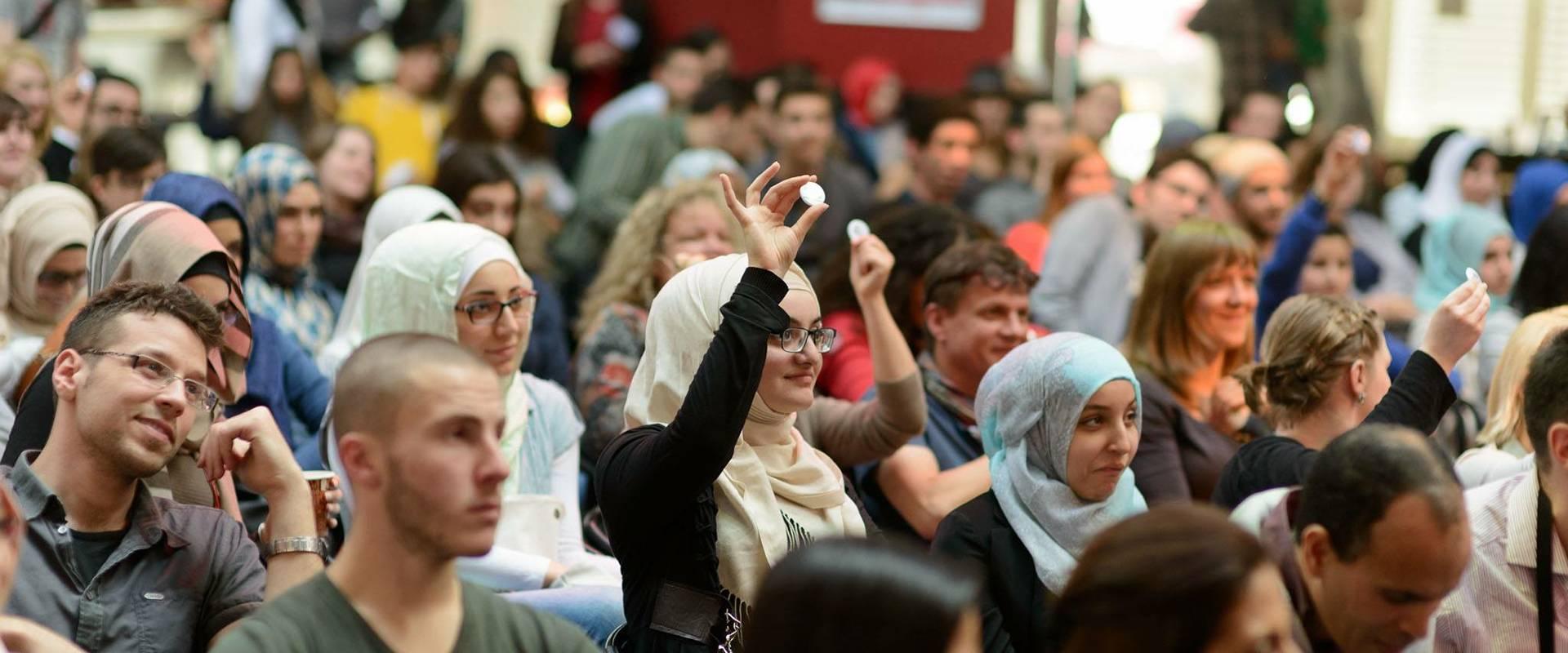Das Publikum bei einer der Veranstaltungen des 2011 gegründeten Dichterswettstreits »I,Slam«