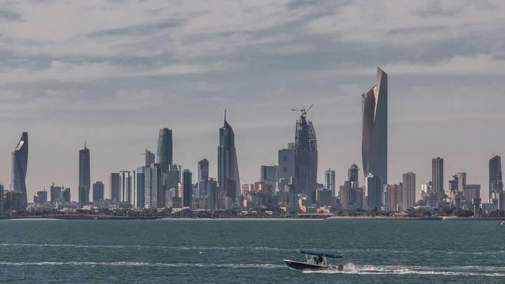 Kuwait at the Crossroads