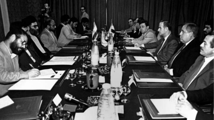 حافظ الأسد في لقاء مع الرئيس الإيراني الأسبق علي الخامنئي