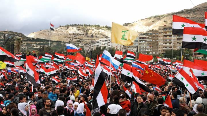 مسيرة مؤيدة للنظام في دمشق عام ٢٠١٢