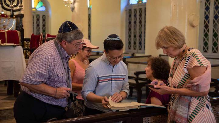 Sammy Samuels in der Musmeah Yeshua Synagoge