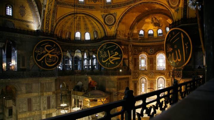 داخل جامع آية صوفيا في اسطنبول