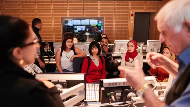 Bildunterschrift: Der Besuch in Berlin bot einen Einblick in unterschiedliche Modelle von Medienbesitz und -management – und den unterschiedlichen Stand der Pressefreiheit in Deutschland und Ägypten.