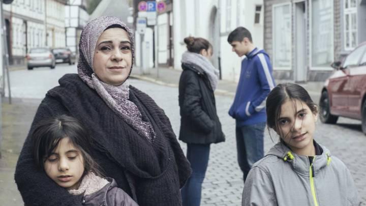 Filmausschnitt aus der Dokumentation »Watani – My Homeland« über eine Familie aus Aleppo in Deutschland