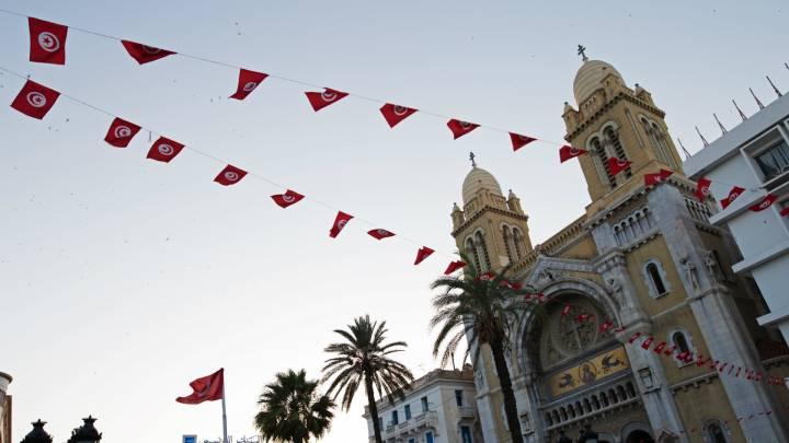 امام كنيسة مار انطوان في تونس