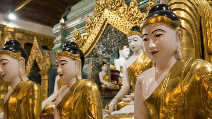 Buddha-Statuen der Shwedagon Pagoda