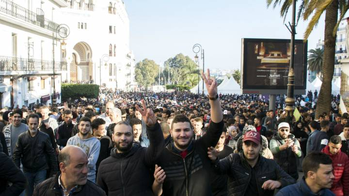 Mass protests in Algeria ahead of presidential elections