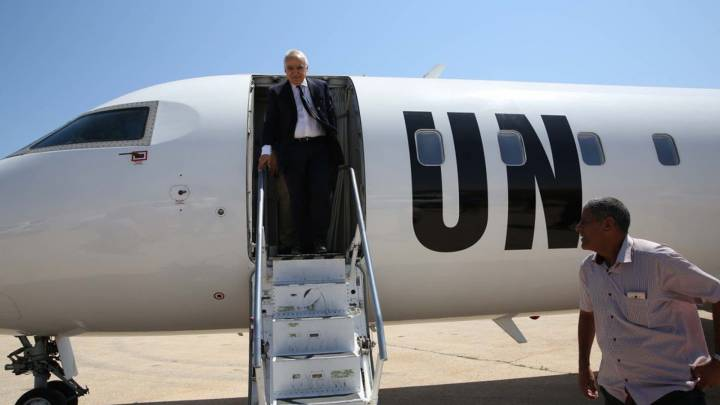 Ghassan Salamé disembarks from the UN plane in Al-Qubbah.