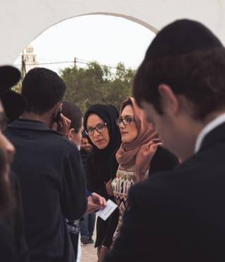 Pilger aus ganz Nordafrika feiern auf Djerba ein Fest, das viel über Tunesiens jüdische Identität und die verwobenen Kulturen des Mittelmeerraums erzählt.