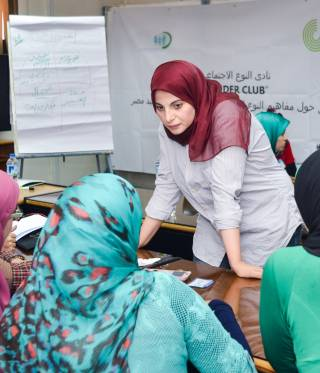 Hoda Kandil teaching at a workshop in Egypt.